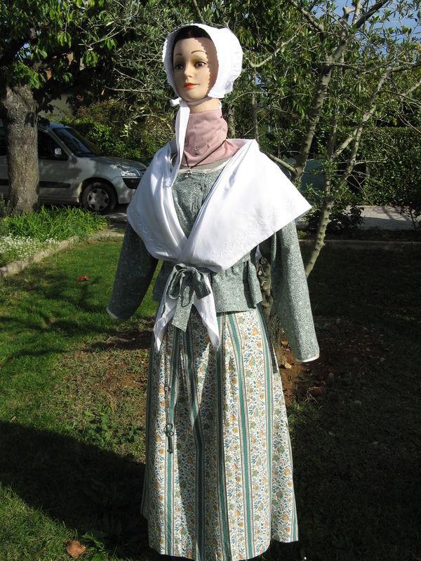 Bastidanne jupe plis plats et plis couchés devant - canons derri