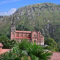 Le sanctuaire de covadonga dans les asturies