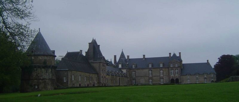 800px-Canisy_chateau_3