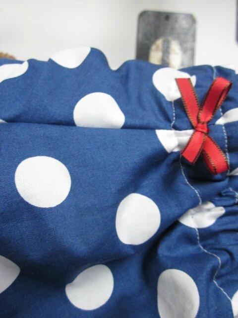 Culotte BIANCA en coton bleu à gros pois blancs - noeud rouge (5)