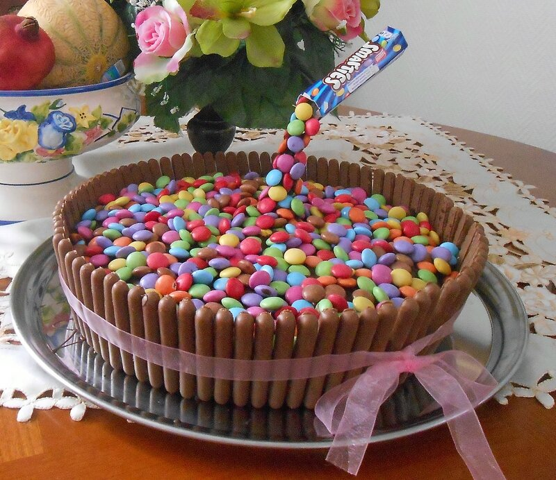 cake-gravity-gâteau-anniversaire-suspendu-fingers-smarties-enfant-enfants-rigolo-3D-décoration-simple-recette