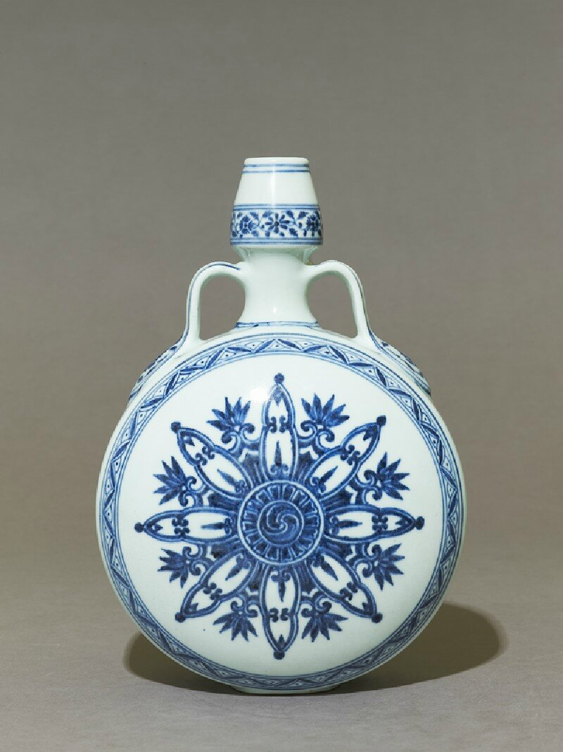 Blue-and-white moon flask or bianhu, Yongle period, 1403 - 1425, Ming Dynasty (1368 - 1644)
