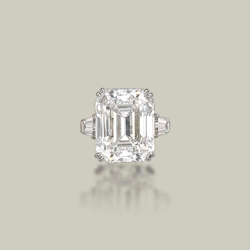 2013_GNV_01400_0195_000(a_diamond_ring_by_harry_winston)