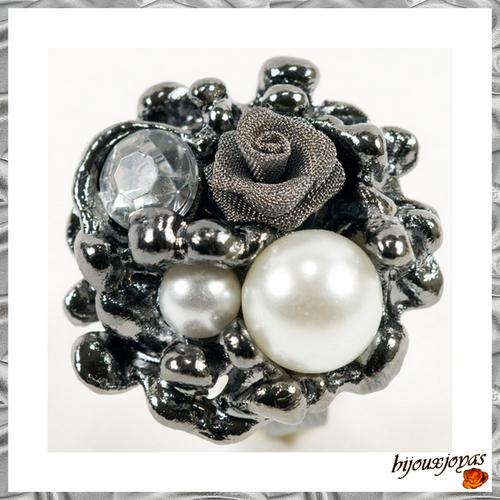 Bague Fleur Ishana Perles Nacreé et Crystal _Rose Grise Tissu Métal Tissé Métal Argenté Noir Ajustable