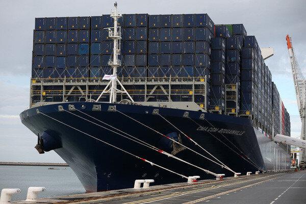 Le-porte-conteneurs-Bougainville-dans-port-Havre-6-octobre-2015_0_730_400