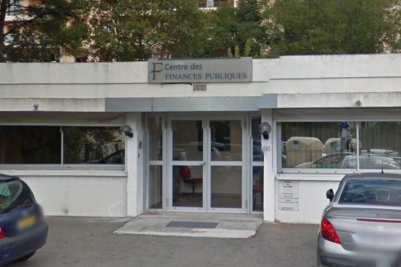 7797340795_une-explosion-a-ete-evitee-de-peu-ce-lundi-matin-devant-le-centre-des-finances-publiques-du-cap-corse-a-ville-di-pietrabugno-en-peripherie-nord-de-bas