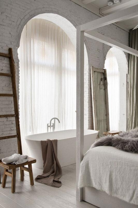 est-living-barcelona-loft-serrat-tort-architects-bedroom-bath_1024x1024