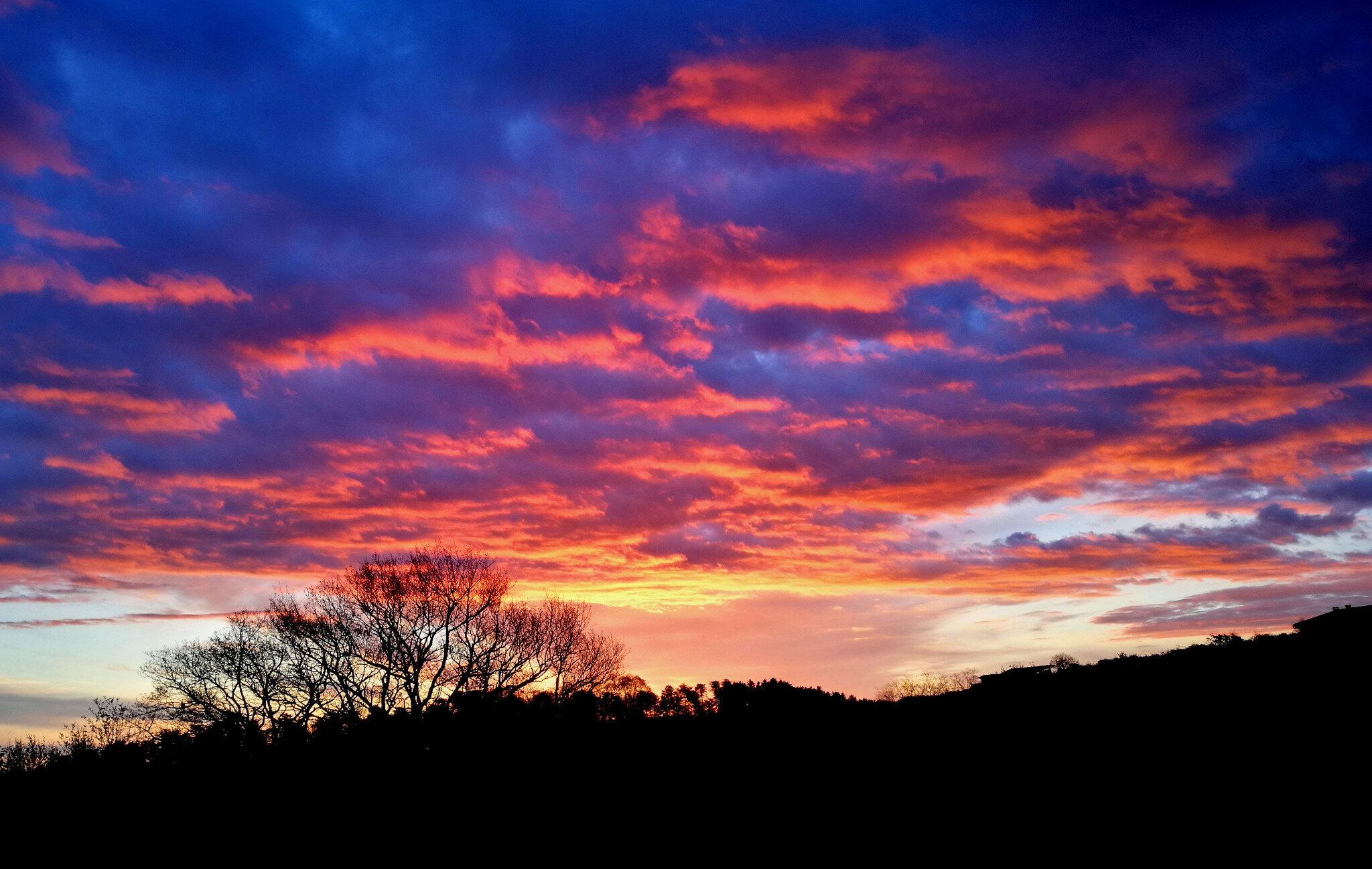 Saint-Pée-sur-Nivelle, lever de soleil, nuages, avril (64)