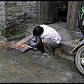 Chine le village de xingping non loin de celui de yangshuo; scènes de vies