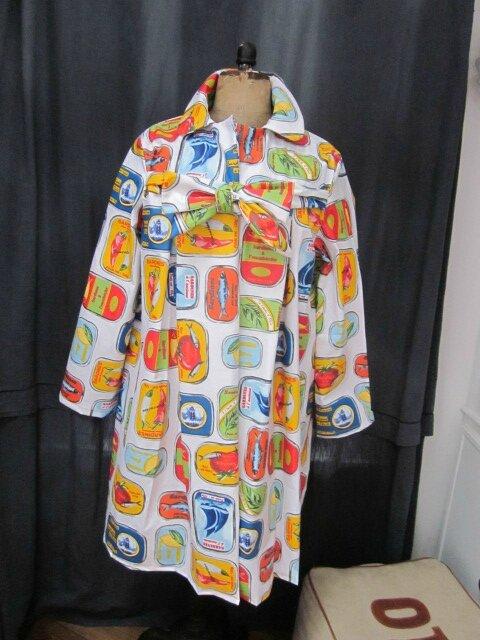 Ciré AGLAE en coton enduit blanc imprimé Sardines en boites multicolores fermé par un noeud dans le même tissu (3)
