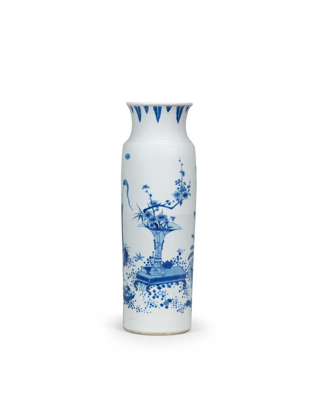 A blue and white 'hundred antiques' sleeve vase, rolwagen, Chongzhen period (1628-1644)