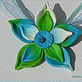 Fleur turquoise et verte