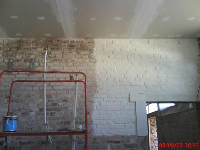Peinture en blanc du mur en briques de la cuisine - la grange de ...