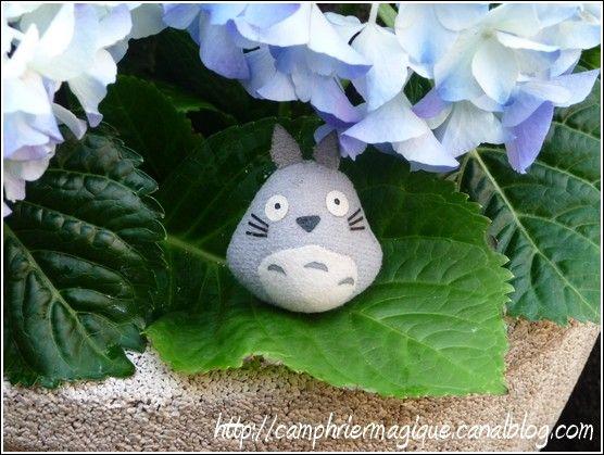 Totoro_dans_l_hortensia_bleu