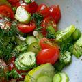 Petite salade de cornichons à l'huile de noisette