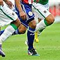 Jouer titulaire dans les clubs de football