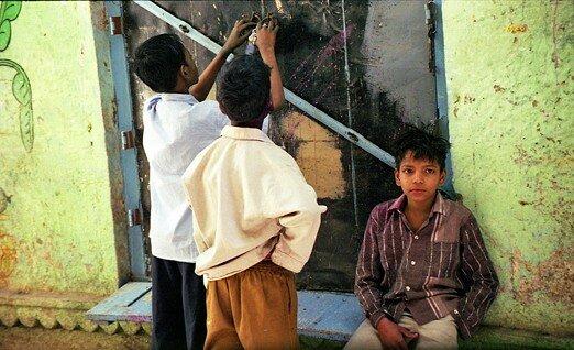 india_varanasi_children