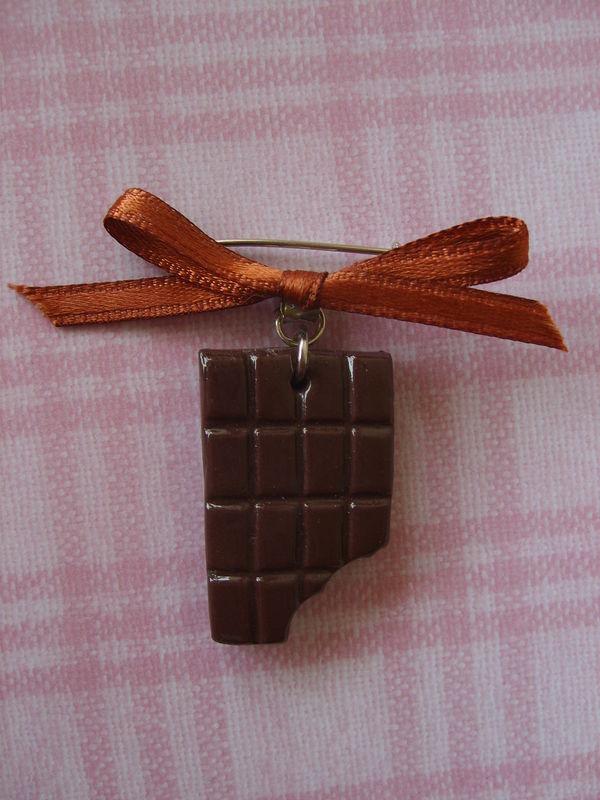 Petite broche chocolatée