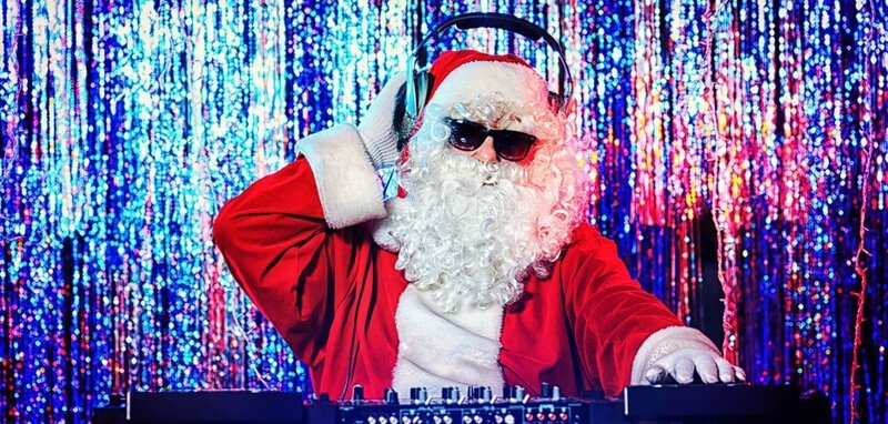 DJ-Santa-in-da-place-361517-933x445