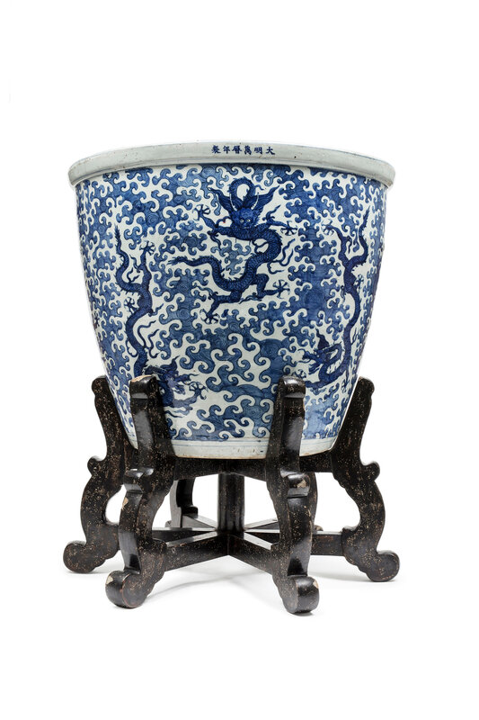 A blue and white fish bowl with dragons, Wanli mark and period (1573-1620)