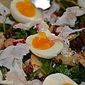 Salade de cresson et œuf poché avec les restes
