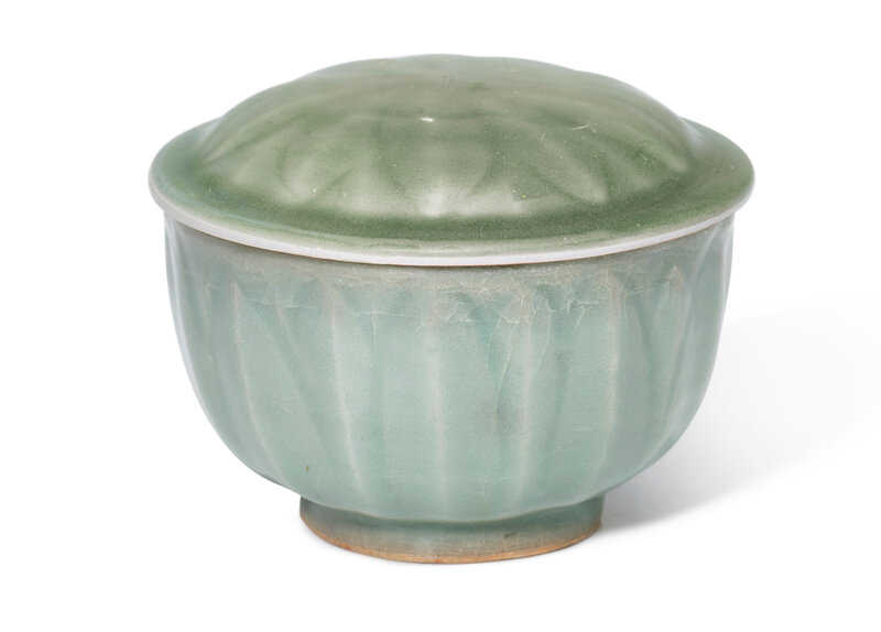 A Longquan celadon bowl and cover, Song dynasty (960-1279)