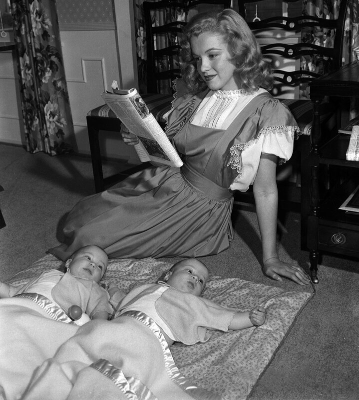 1947-05-baby_sitter_sitting-with_roy_metzler_twins-by_david_cicero-040-1
