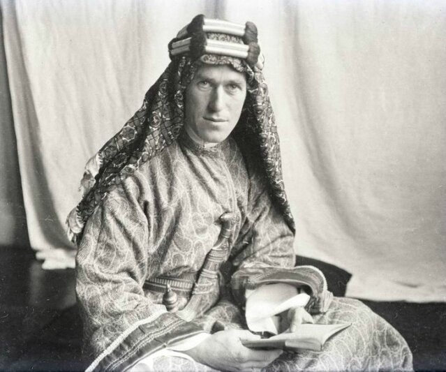 720px-T_E__Lawrence_With_Lawrence_in_Arabia[1]