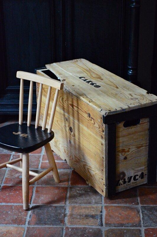 malle en bois cargo chaise enfant noir