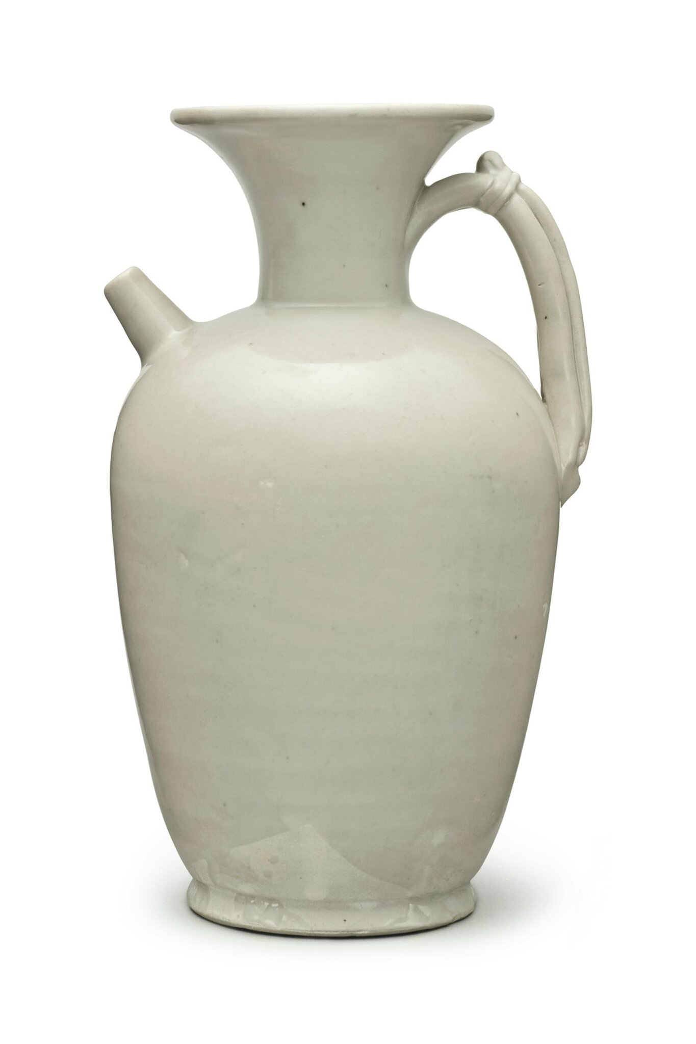 A white 'Xing'-type stoneware ewer, Five dynasties, 10th century