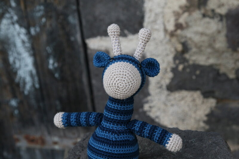 girafe_bleue_crochet