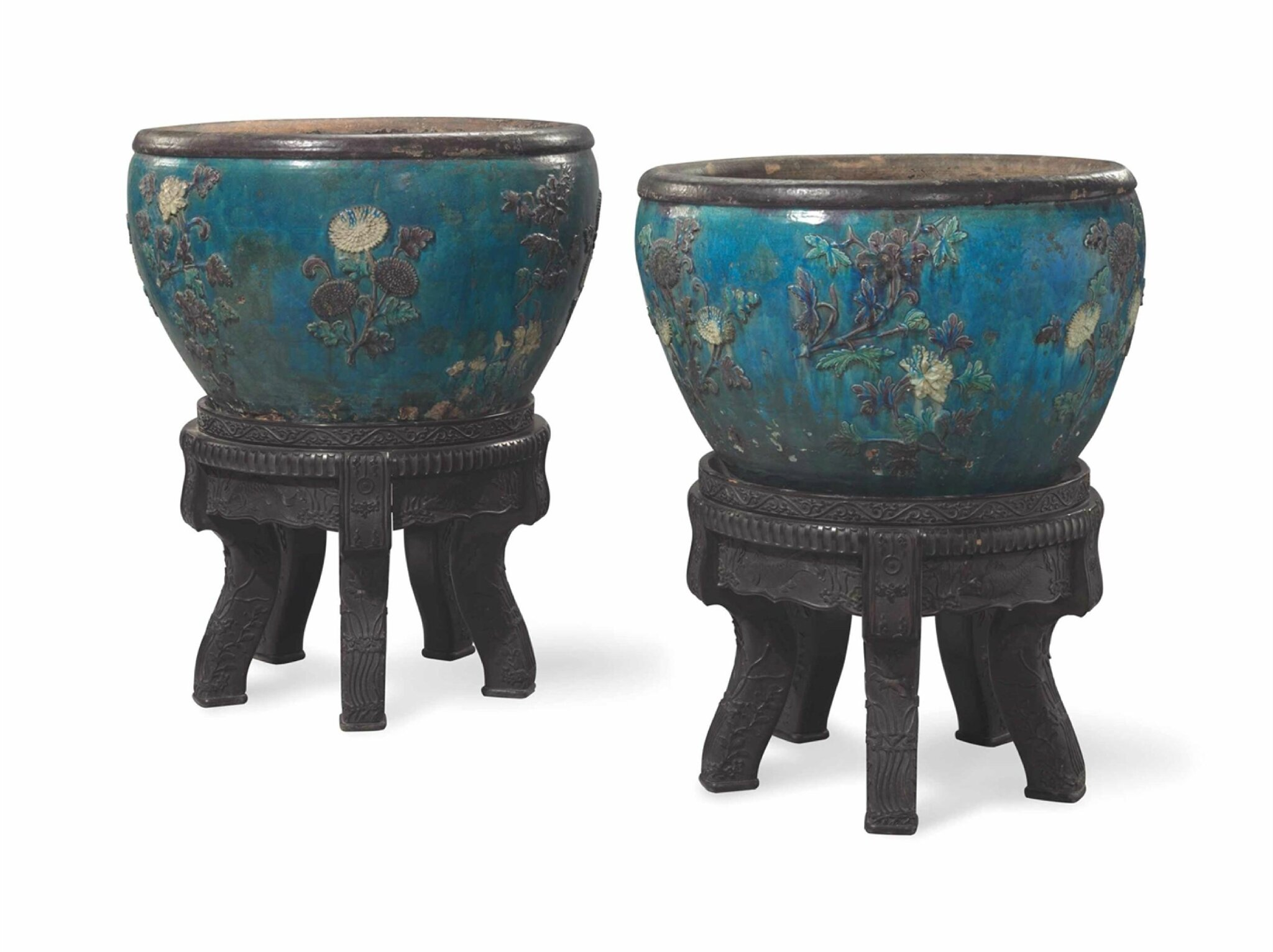 A pair of massive fahua jardinières, Ming dynasty, 15th-16th century