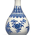 A blue and white garlic mouth bottle vase, daoguang mark and period (1821-1850)