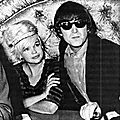 jayne-1964-08-26-hollywood-club_whisky_a_gogo-with_lennon-1