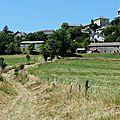 P1050185_à l'entrée du village, à gauche, fontaine Saint-Régis