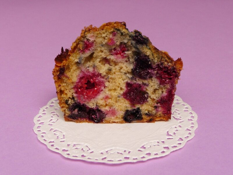 MUFFINS_FRUITSROUGES_AMANDES_EFFILEES_coup_