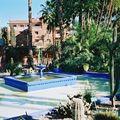 architecture-fontaine-jardin-marrakech-maroc-
