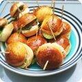Petits buns au concombre, roquette et saumon fumé, sauce citronnée