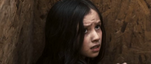Anna (Holly Boyd) étrangère et apeurée