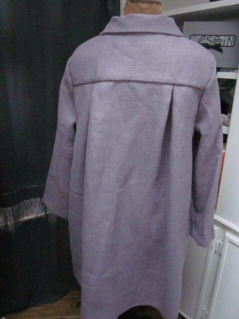 Manteau AGLAE en lin épais parme surané fermé par 3 pattes de boutonnages et quelques boutons de nacre (7)