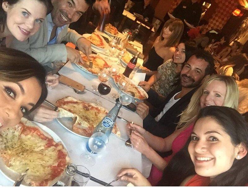 Eva Longoria à table avec des amis