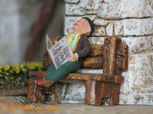 L'église - Le vieux et son journal