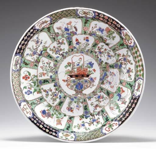 A large famille verte dish, Kangxi period (1662-1722)