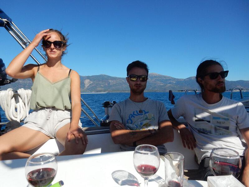 L'équipage de T2A expedition en mode veille attentive, S:Y Hellas Fos, Golfe de Corinthe 251018 DSCN8398