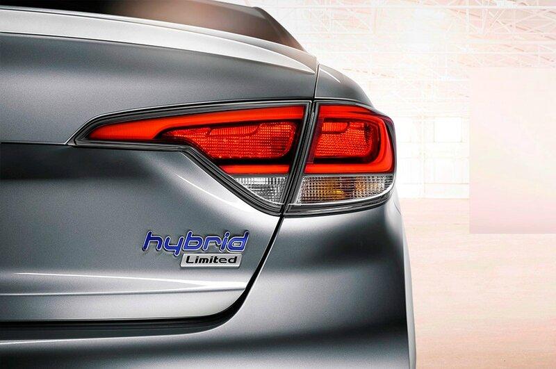 2016-Hyundai-Sonata-Hybrid-taillight