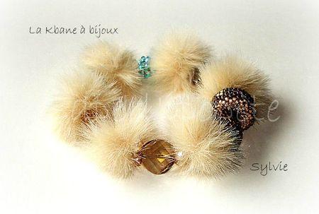 bracelet pompon beige et cristal 1