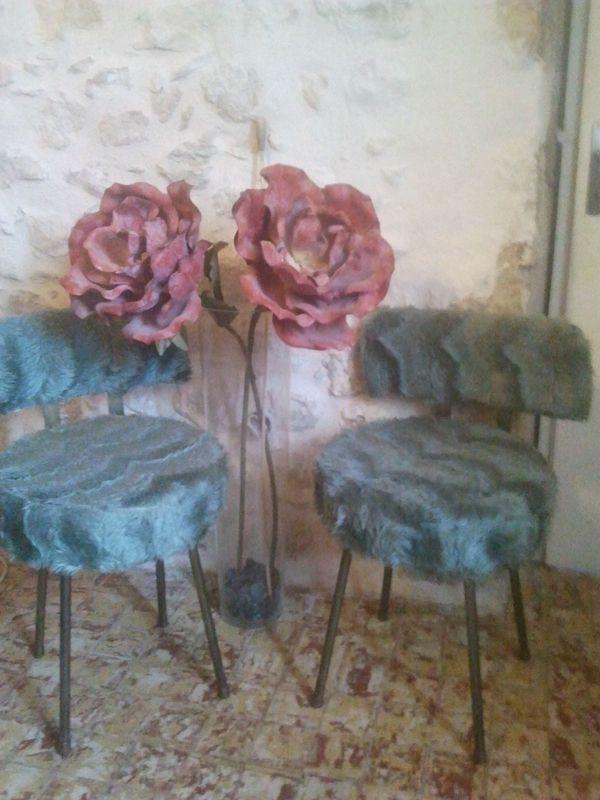 chaises en fausse fourrure desnichages. Black Bedroom Furniture Sets. Home Design Ideas
