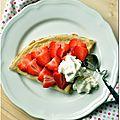 Crêpes à la farine d'avoine, fraises et chantilly