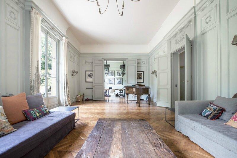 salon-meuble-paris-quartier-champs-de-mars-tour-eiffel-1024x683