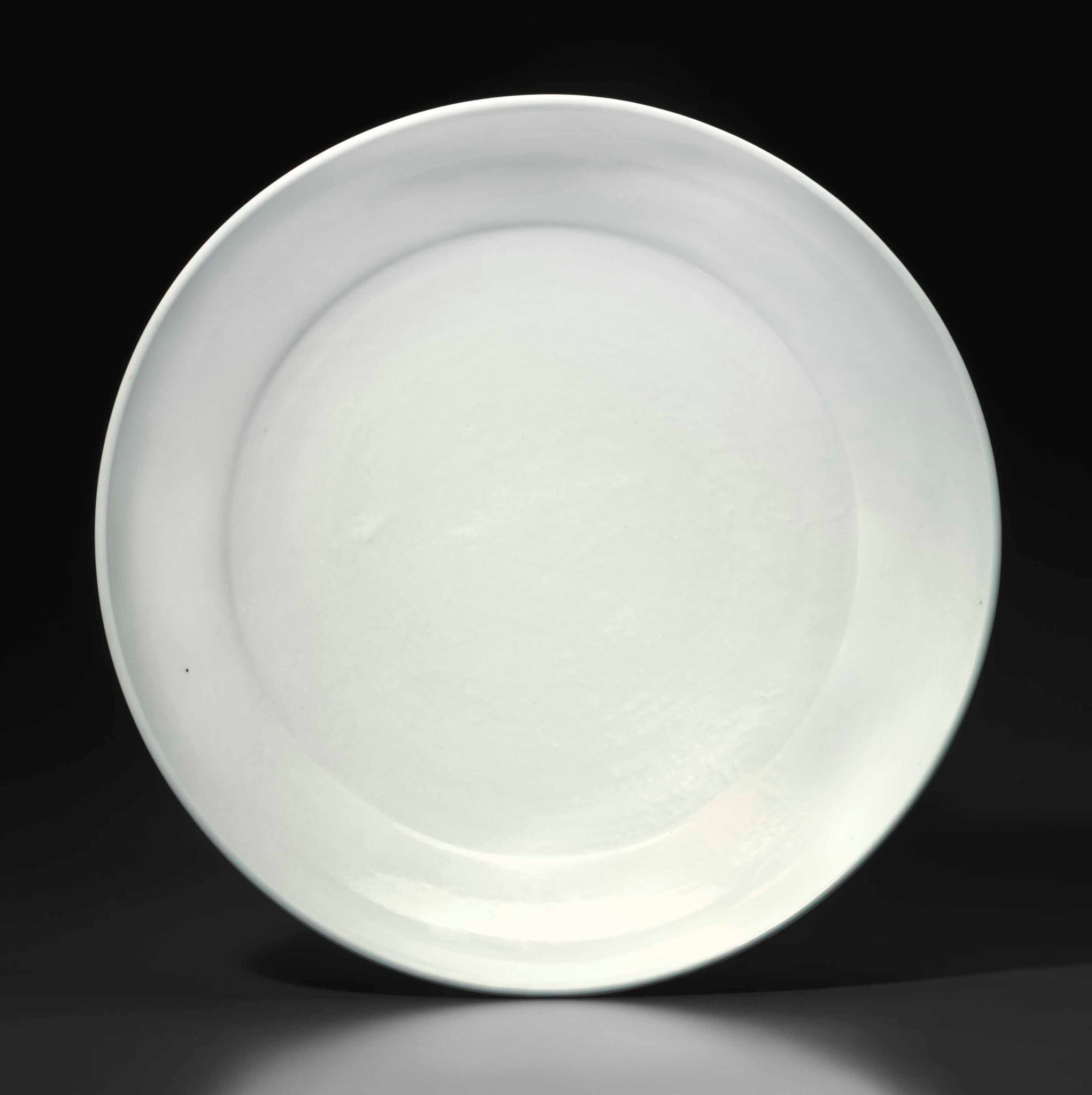 A large white-glazed porcelain dish, Yongle period (1403-1425)